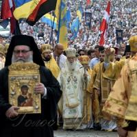 Всевишній осінив хрестом Дніпровські гори, Київ і наш народ