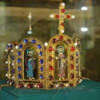 У «Софії Київській» презентували корони-клейноди князя Володимира й Анни Візантійської