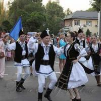 Гостей-іноземців учили танцювати гопака...
