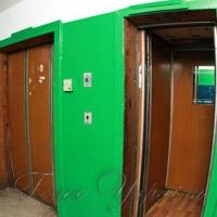 Суд зупиняє старі ліфти, а мешканці продовжують ними їздити
