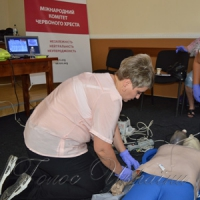 Червоний Хрест для медиків,  які працюють на лінії розмежування