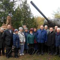 Монументи Героям повернули