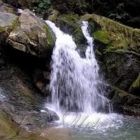 Кам'янецький водоспад вказує шлях і поєднує долі