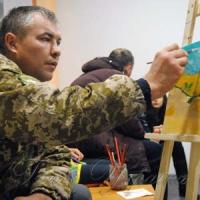 На Рівненщині поранені військові відновлюють здоров'я з пензлями та фарбами