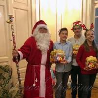Святий Миколай вітає маленьких українців по всьому світу