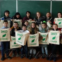 Наступ на пластикове сміття почали зі шкільних торбинок