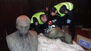 За викрадення пам'ятників — реальні строки