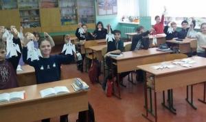 Школи Хмельницького заповнили білі ангели