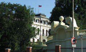 Посольство РФ мухлюет с арендой квартир