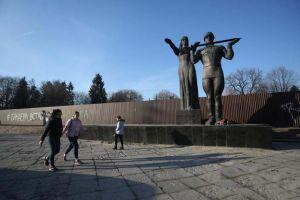 Монумент слави — без аварійної стели