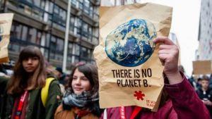 Школярі вимагають не підігрівати планету та переходити на відновлювальні джерела енергії