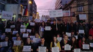 Сербская оппозиция обещает гражданское неподчинение властям