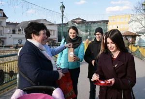 Учні Ужгорода прагнуть ощасливити ровесників