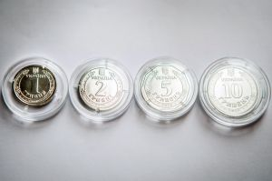 П'ять і десять гривень теж стануть монетами