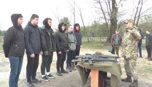 Старшокласники взялися за зброю