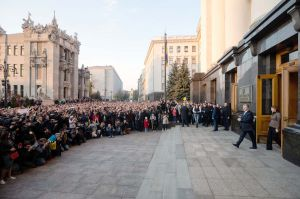 Тисячі українців подякували Петрові Порошенку за п'ять років президентства