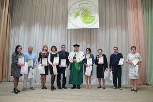 Получили премию от своих выпускников