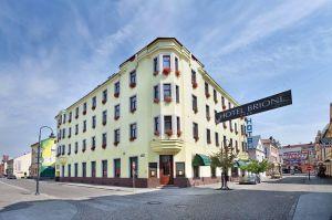 Власникові готелю у Чехії, який вимагає  від російських туристів визнати анексію Криму, погрожують