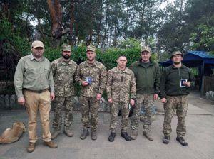 Десантников наградили знаками отличия