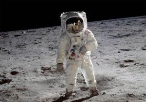 Вирушать на Місяць,  щоб залишитися