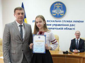 В Ужгороді податківці нагородили переможців мистецького конкурсу