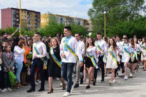 У школах Ужгорода пролунав останній дзвоник