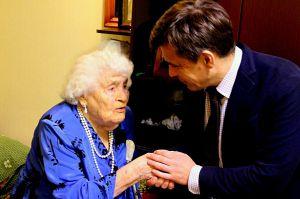 Навіть у 104 роки не втрачає оптимізму