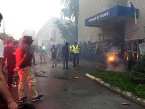 Свічки та квіти: країною прокотилася хвиля протестів