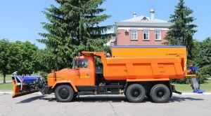 На КрАЗі влітку готують «сани» до снігу й ожеледиці