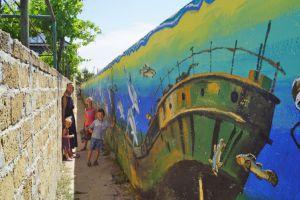 Звичайний провулок у селі Щасливцеве став місцем паломництва туристів