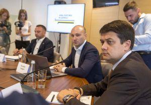 Якою повинна бути політика нової влади на Донбасі?