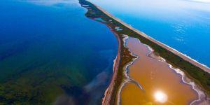 В Одеській області виявили помаранчево-коричневе озеро