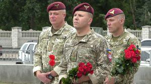 В Житомире почтили память погибших десантников