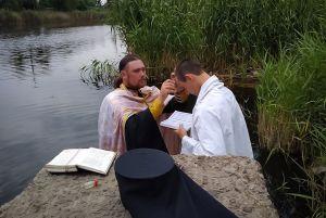 Військовий капелан охрестив нацгвардійця строкової служби