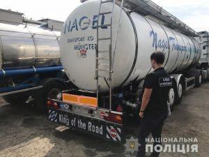 Пальмову олію на Одещині цідили зі спецавтомобілів
