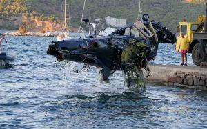 В Греции вертолет при взлете запутался в проводах