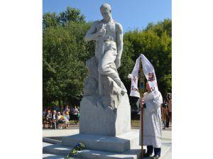 Чернігівщина. Пам'ятник переможцям у Ніжині