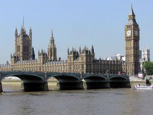 Із королевою Великої Британії згодні не всі