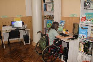 У Вінниці до бібліотечних стелажів можна під'їхати і на візку
