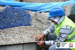 У Львові відновлюють мозаїку Володимира Патика