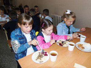У Попаснянській гімназії № 25 відремонтували їдальню