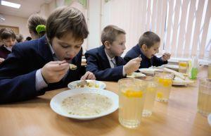 За обеды в школьной столовой рассчитываются карточкой
