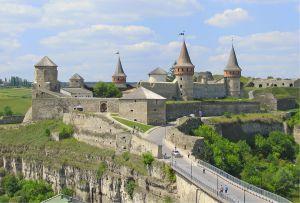 Кличуть на молодіжні сходини до Кам'янець-Подільської фортеці