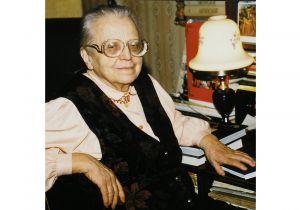 Сто перших років Олени Апанович