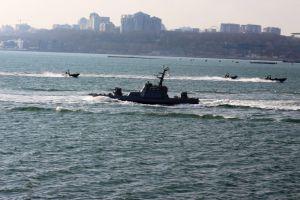Бойові катери вийшли на навчання у відкрите море