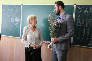 Привітали вчительку, яка викладає вже 60 років