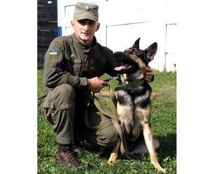 Зраджений власниками пес знайшов прихисток у нацгвардійців