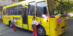 На Рівненщині сільська школа з новим автобусом