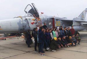 За полетами бомбардировщиков наблюдали школьники Староконстантинова