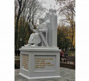 У Сумах Ярослав Мудрий постав у скульптурі